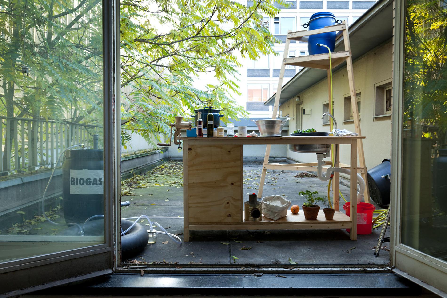 installation setup (photo: Sven Hagolani)